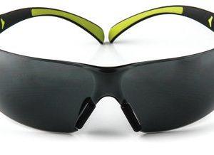 3M™ SecureFit™ SF402AF 安全眼鏡(灰色鏡片 防霧 極輕系列)