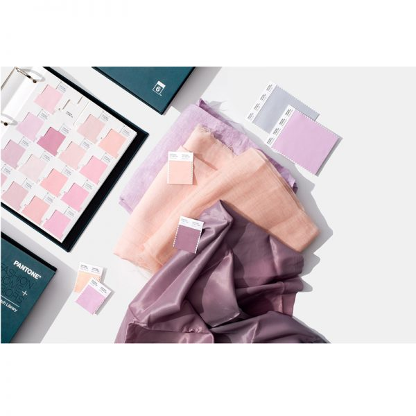1-fhic100-pantone-fashion-home-and-interiors-fabric-swatches-210-new-colors-cotton-swatch-library-lifestyle-1_2